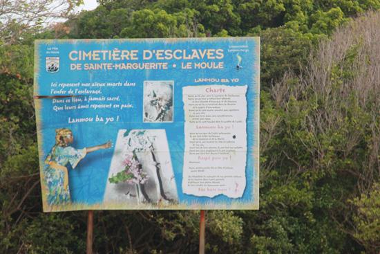Le cimetière d'esclaves de l'anse Sainte-Marguerite - Guadeloupe