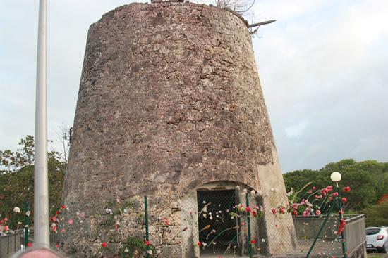 moulins-chapelles, situé à proximité du Village et dédié à l'Archange Saint-Michel. Guadeloupe
