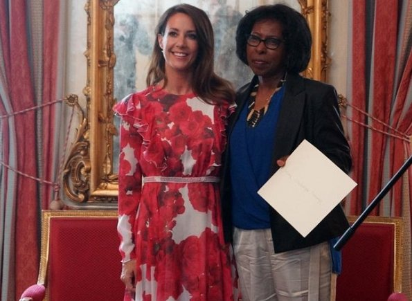 Le prix des Ambassadeurs francophones a été remis à Scholastique mukasonga par la princesse Marie du Danemark à l'ambassade de France à Copenhague