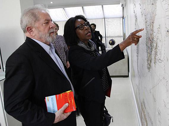 Scholastique Mukasonga rencontre l'ancien président du Brésil Lula à Sao Paulo