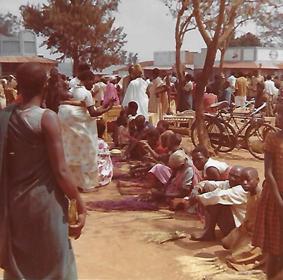 Le marché de Gitega - Burundi, Rwanda - Un si beau diplôme ! par Scholastique Mukasonga - Gallimard
