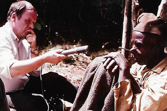 Moi, c'est là que j'ai rencontré mon mari. Avec une équipe de chercheurs burundais, il recueillait auprès des anciens les traditions concernant l'histoire du Burundi. - Scholastique Mukasonga Rwanda